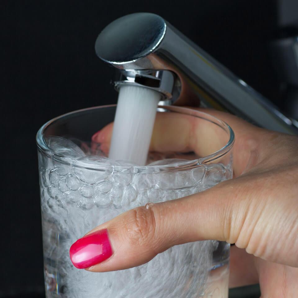 El cartucho Neoperl Push para aireador con botón 5 o 11 l/min -